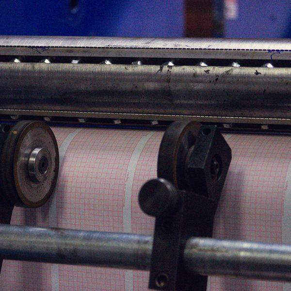 chart-paper-medical-oficina-painmed-papeles-industriales-medicos-papel-termico-uso-medico-fold-punto-fabrica-bogota-colombia-industria-fabricacion-work-stock-machine