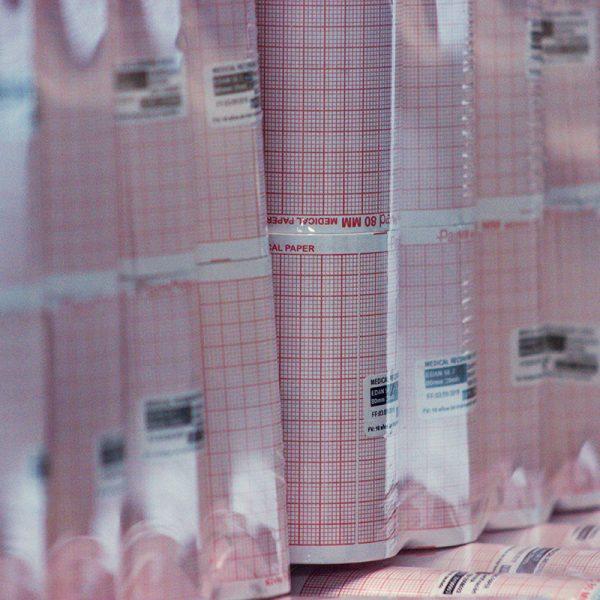 oficina-painmed-medical-paper-chart-papeles-industriales-medicos-papel-termico-uso-medico-rollo-punto-fabrica-bogota-colombia-industria-fabricacion-work-stock