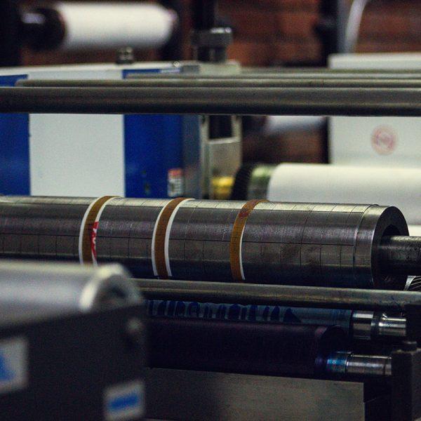 oficina-painmed-papeles-industriales-medicos-papel-termico-uso-medico-fold-punto-fabrica-bogota-colombia-industria-fabricacion-work-stock-machine